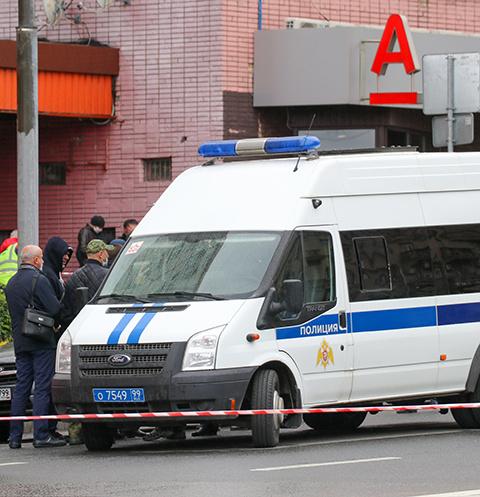 В московском банке мужчина захватил заложников