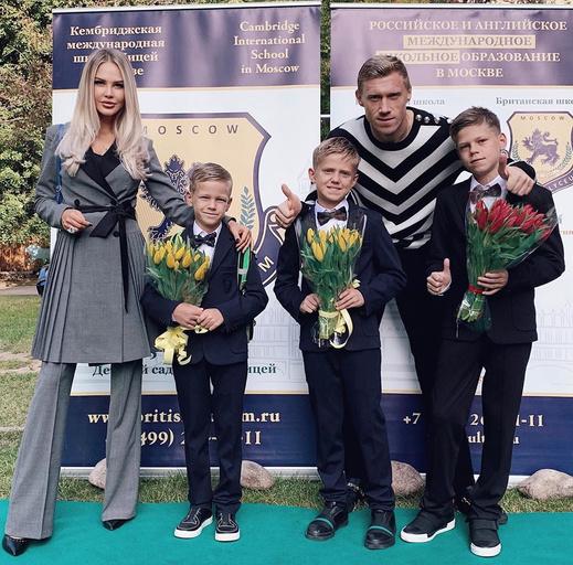 Мария Погребняк с семьей