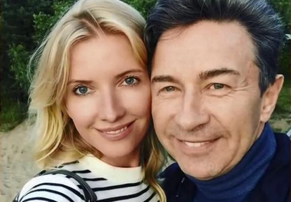 Виола Сюткина призналась, что нечасто говорит слова любви своему мужу