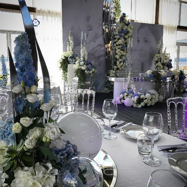 За дизайн помещения отвечали лучшие флористы Казани
