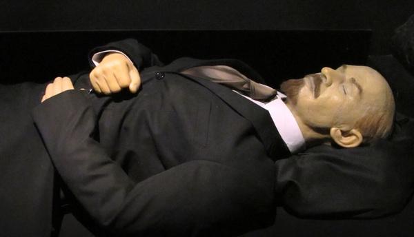 Комбинезон с жидкостью и дублер. Как сохраняется тело Ленина?