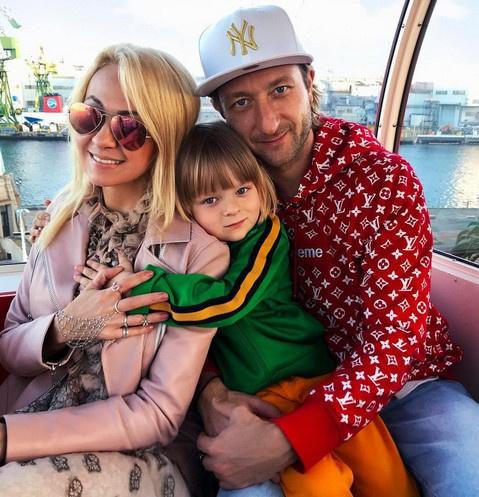 Александр Плющенко с родителями