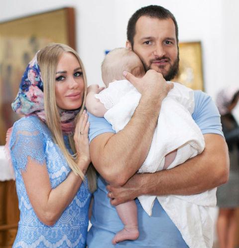 Алексей Самсонов и Юлия Щаулина с сыном
