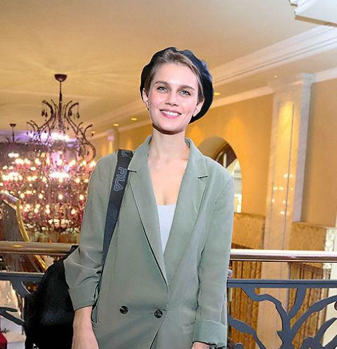Актриса на барахолке «Мода на благотворительность», Москва