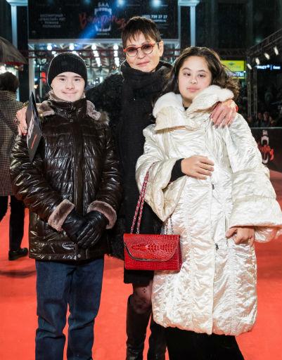 Ирина Хакамада с дочерью и ее бойфрендом
