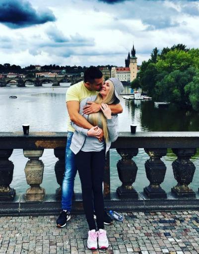 Дарья и Сергей светятся счастьем рядом друг с другом