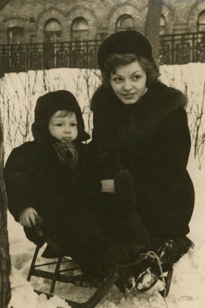 «Не бывает плохой погоды, бывает плохое самочувствие». Александр Беляев похоронил маму, жену и сам умер от рака