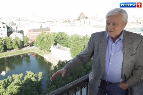 Стефанович уже более 30 лет живет на Патриарших прудах