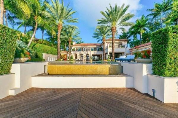 Дженнифер Лопес купила особняк за 40 миллионов долларов