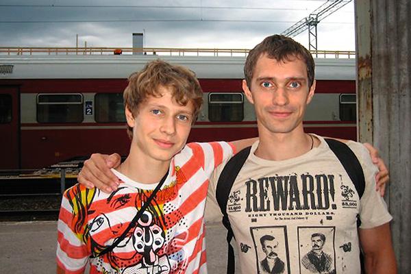 Сейчас Ивану во всем помогает старший брат: вести соцсети, готовиться к марафону и восхождению