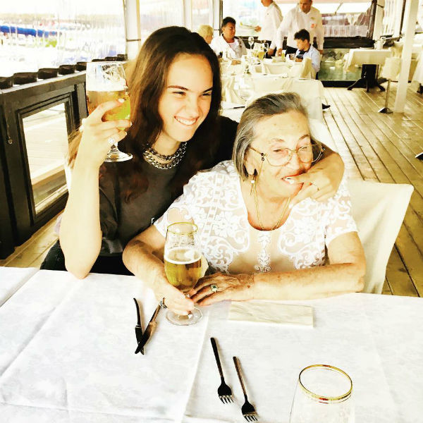 Дочь Ларисы Леля и мама Альбина Андреевна