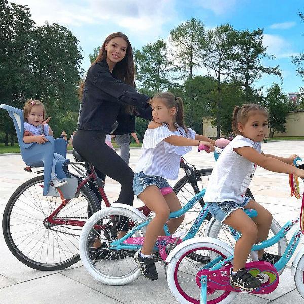 Оксана Самойлова с дочерями
