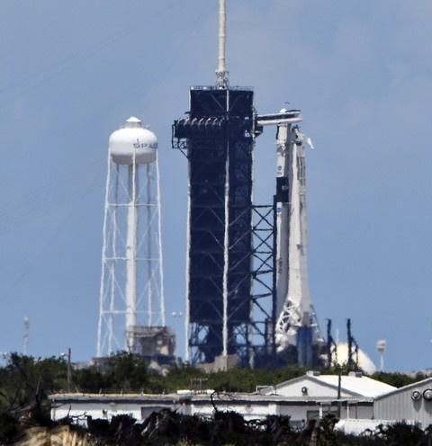 Илон Маск запустил космический корабль Crew Dragon с астронавтами на борту