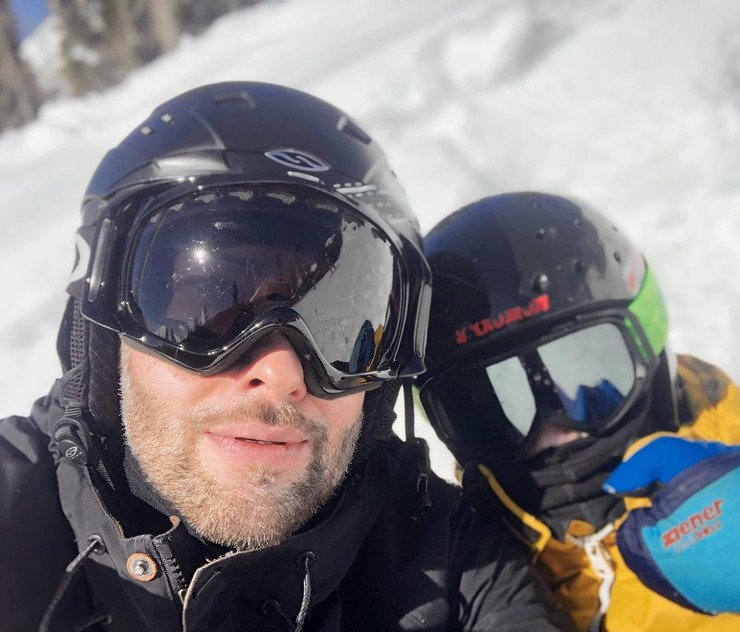Дмитрий и Платон часто ездят в горы кататься на сноубордах