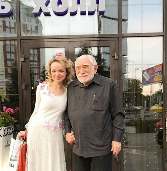 Армен Джигарханян обвинил жену в воровстве