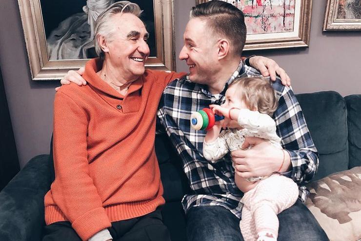 Два года назад поклонники получили подтверждение, что Васильев все же видится с сыном и внучкой