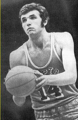 Александр Белов прожил 26 лет, 10 месяцев и 24 дня. Прославленный баскетболист умер от саркомы сердца.