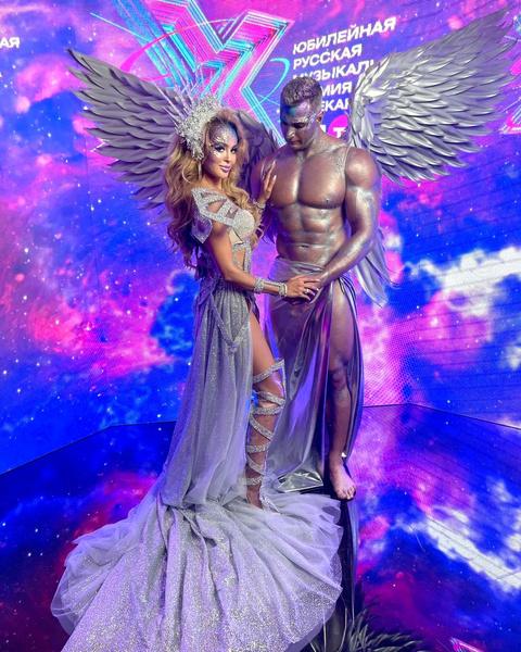 Анна Калашникова и ее брутальный ангел удивили всех собравшихся