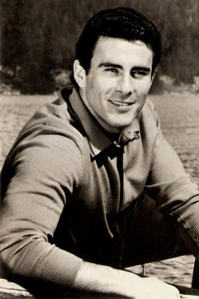 Привлекательная внешность и любовь к спорту помогли Гойко Митичу стать актером и каскадером