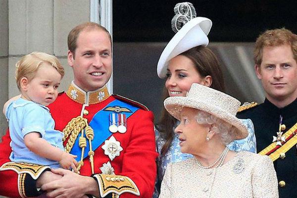 Королевская семья в Букингемском дворце