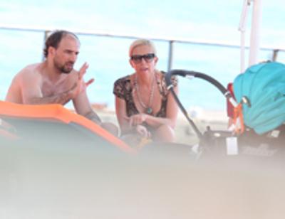 Алена Свиридова отдыхает в Сочи с таинственным незнакомцем