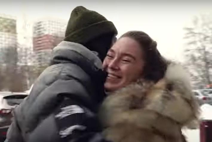 Светлана получила от Насти подушку для беремнных