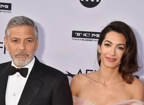 Джордж Клуни вышел в свет с женой после слухов о разводе