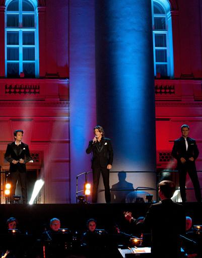 На сцене - группа «Кватро»