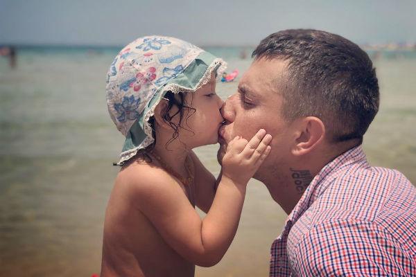 Павел Прилучный с дочкой
