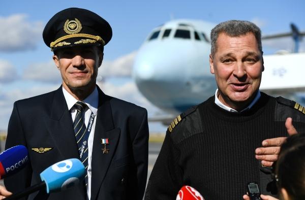 Герои России пилоты Евгений Новоселов (справа) и Андрей Ламанов сумели посадить лайнер с пассажирами в непроходимой тайге