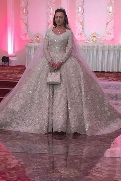 Платье Хадижы Ужаховой весило более 20-ти килограммов