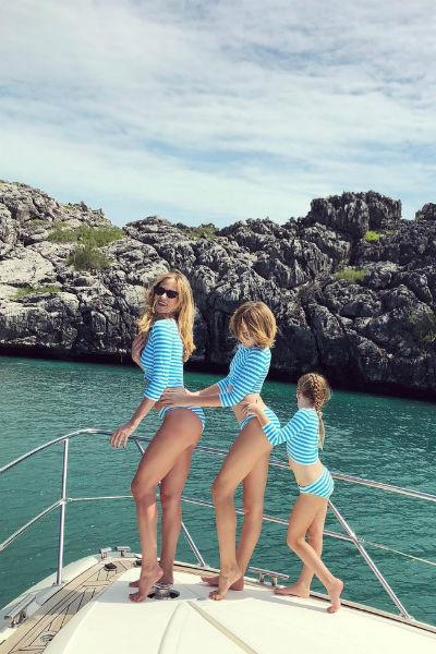 Наталья проводит много времени с дочерьми