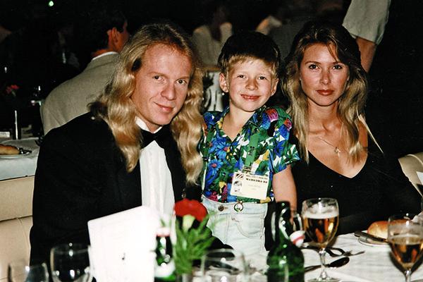 Несмотря на разлад с женой Кельми не спешит подавать на развод. На фото с сыном Кристианом и супругой Люсей