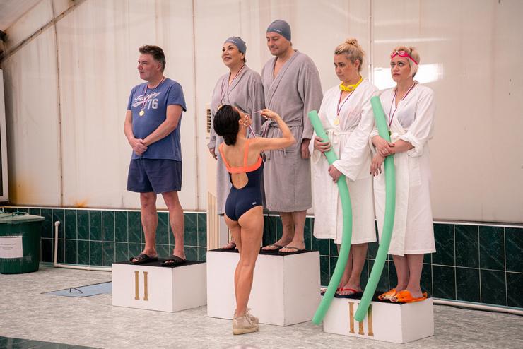 Анна Плетнева сыграла роль тренера по плаванию