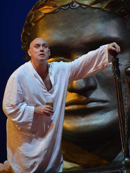 Артист прослужил в Театре Моссовета почти 12 лет.