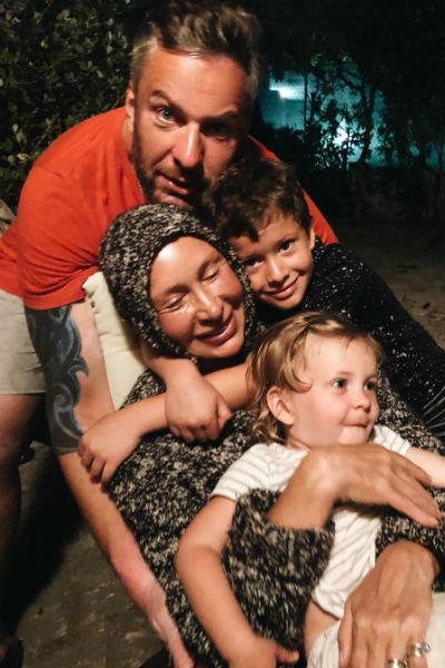 Татьяна Васильева с сыном и старшими внуками