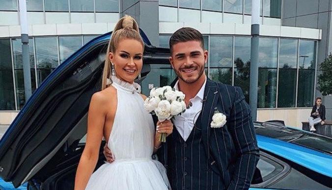 Марина Африкантова и Роман Капаклы поженились в Москве