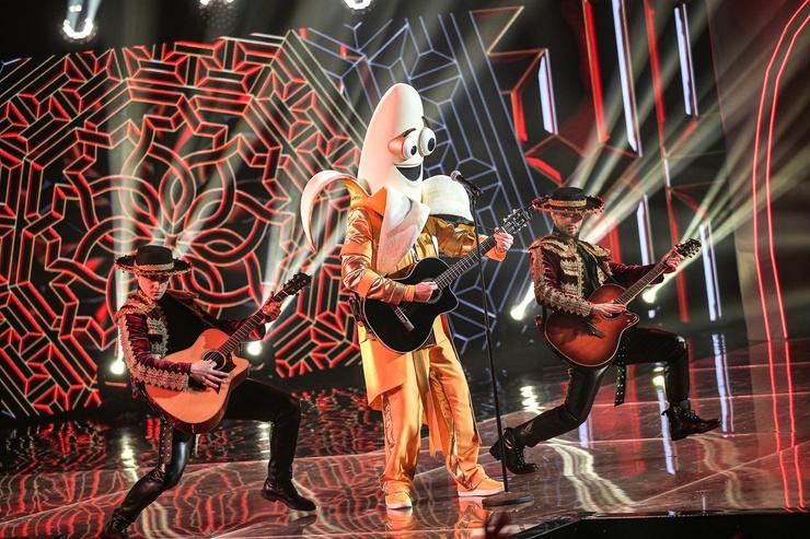 В последнем номере артист продемонстрировал игру на гитаре