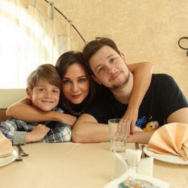 Татьяна Буланова с сыновьями Александром и Никитой
