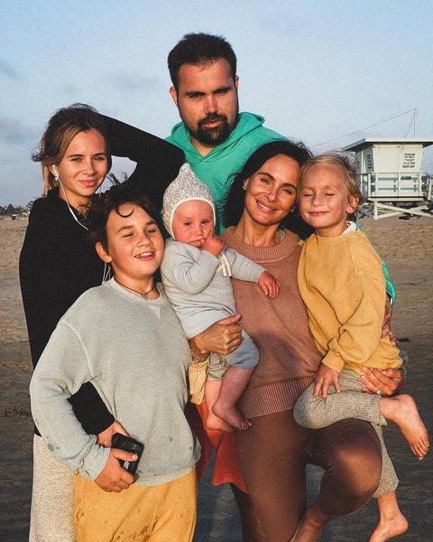 Саша Зверева и ее большая семья