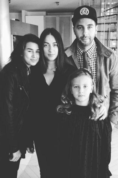 Иван Ургант с женой Натальей и дочерями — Эрикой и Ниной