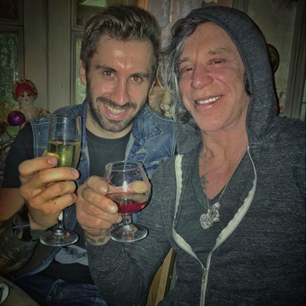 Новый год Микки встречал в компании русскоязычного друга