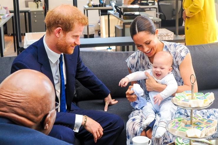 Гарри и Меган отказались от королевских полномочий ради благополучия сына