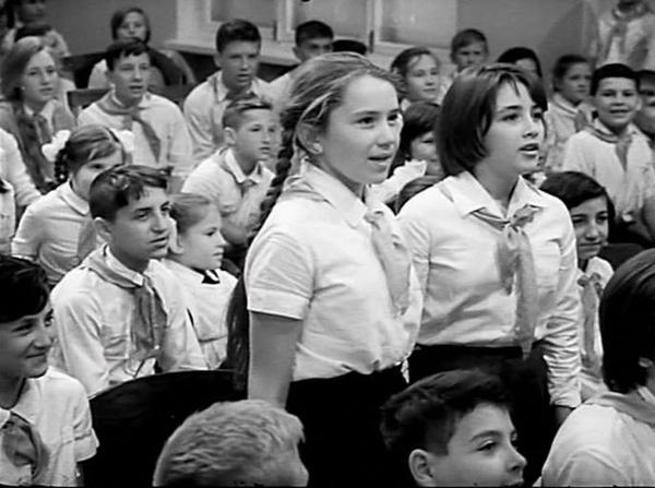 В подростковом возрасте Татьяна сыграла свою первую роль в фильме «Звонят, откройте дверь»