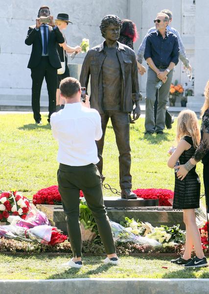 Антон похоронен на кладбище Hollywood Forever