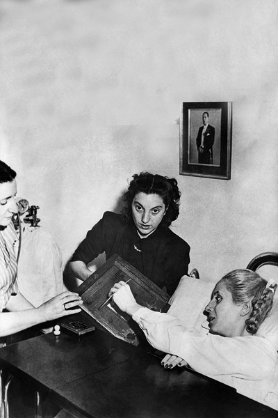 Даже при смерти Эва Перон раздавала указания помощникам и медсестрам
