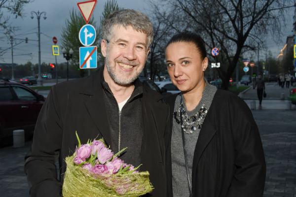 Актер уже много лет счастлив в браке с четвертой женой Анной