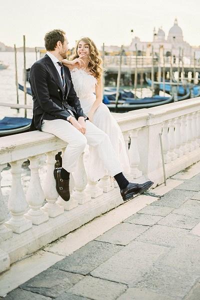 Пара наслаждается затянувшимся медовым месяцем