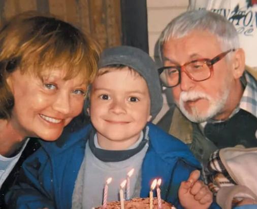 Лариса Лужина и Валерий Шувалов с внуком