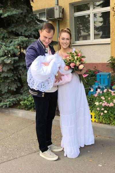 После рождения дочери Илья постоянно рассказывал о том, как он счастлив